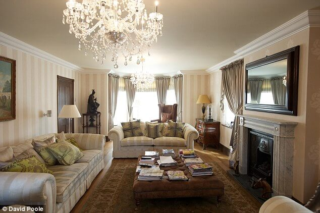 Essential living room pieces through the years interior for Living room essentials