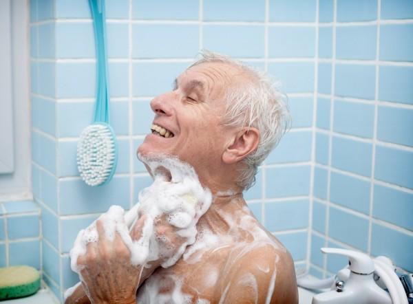 Shower Bathtub old man 600x442 Shower, Bathtub or Both?
