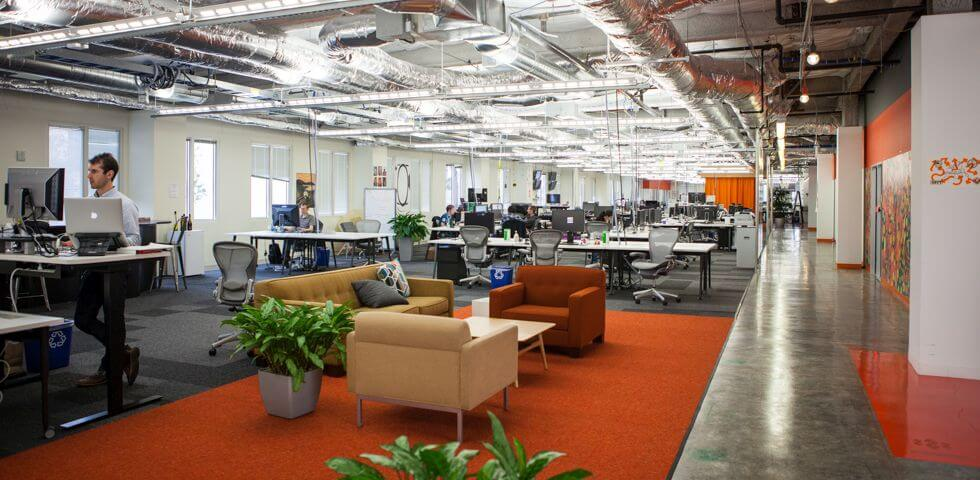 5 creative modern office designs that make work fun for Interior office design ideas photos layout