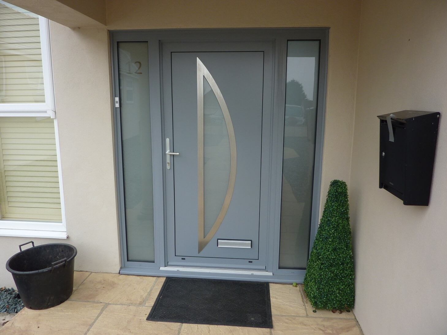 5 Advantages Of Owning An Aluminium Front Door Interior
